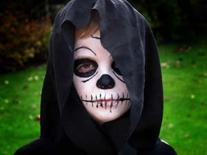 Grim Reaper Face Paint http://www.littlestuff.co.uk/2010/11/not-so-grim-reaper-and-best-childrens-face-paints-ever/