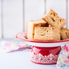 Sunday Baking – Easy Dorset Apple Cake Traybake #LoveBramley