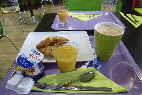 breakfast at IBIS Styles