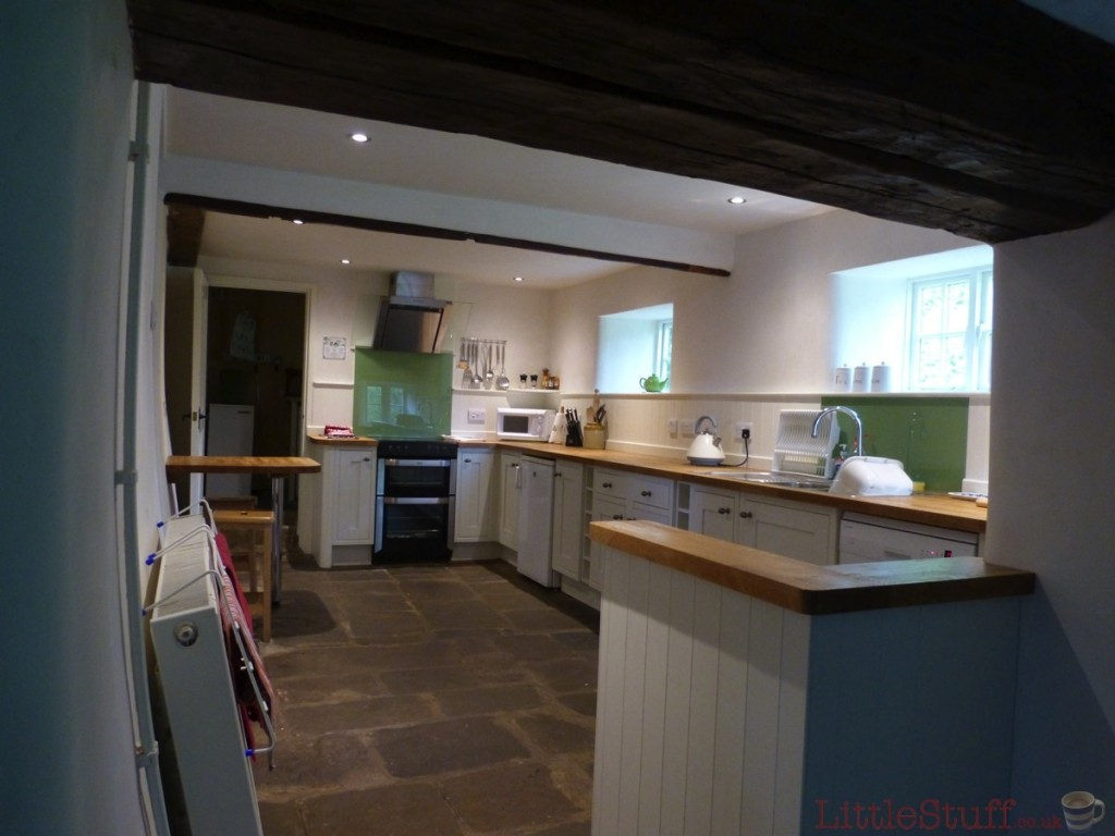 llwyn-y-neuadd kitchen