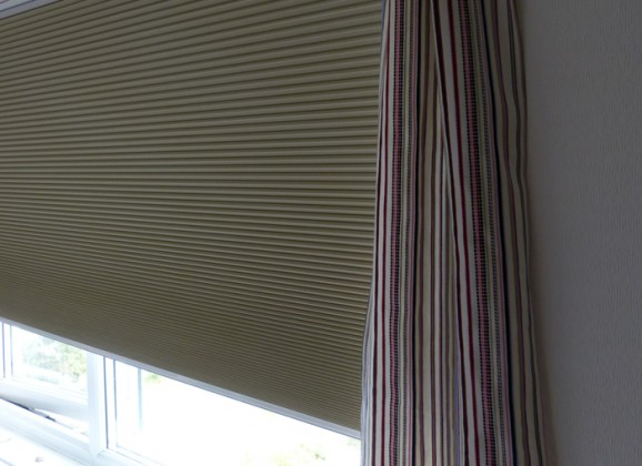 Made-To-Measure blinds for a kids room. Result! #TinyRoomMakeover