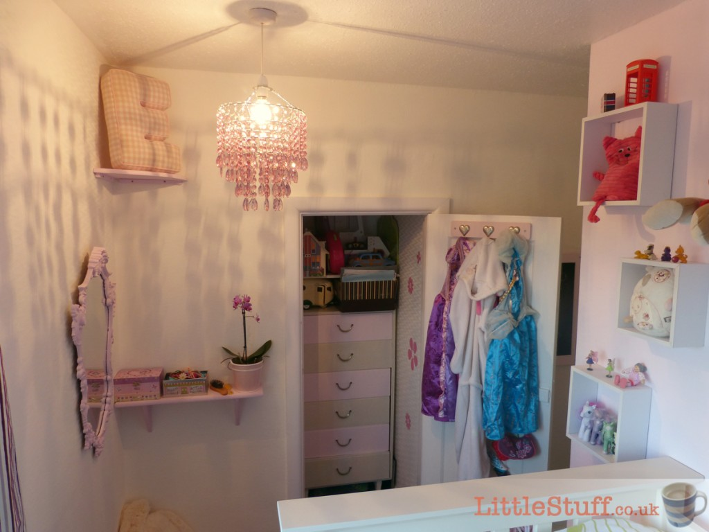 tiny_room_makeover_girls