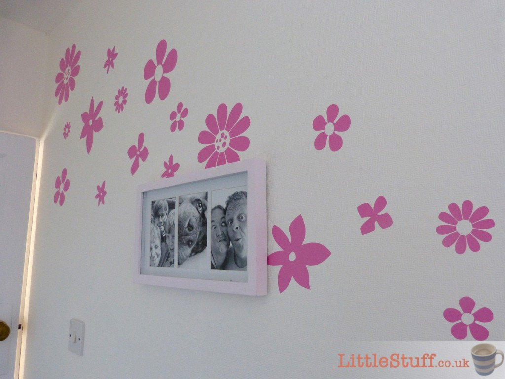 wall-stickers-pink-flowers-scattered