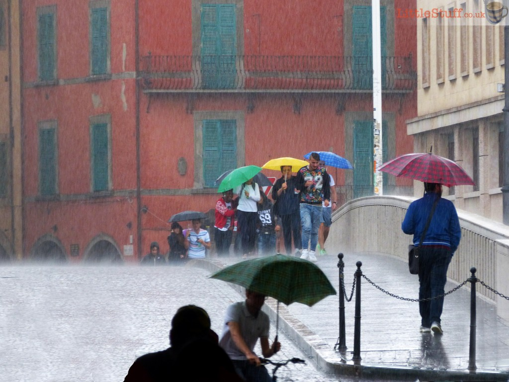 rain-storm-pisa-bridge