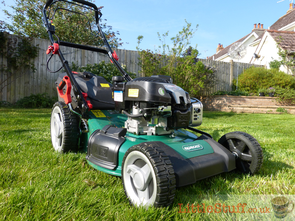 qualcast-self-propelled-petrol-mower-review-key-start