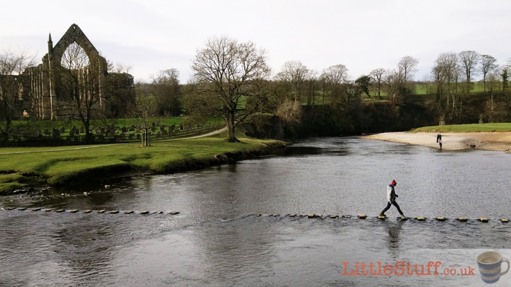 Yorkshire-dales-bolton-abbey-stepping-stones