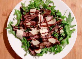 Steak with rocket, grana padano and balsamic glaze