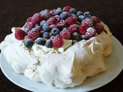 This Easy Pavlova Recipe Is Really The Most Amazing Thing