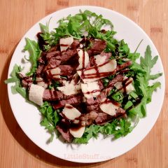 Steak with rocket, grana padano and balsamic glaze