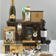 The Collection Windsor Hamper with Prosecco & Red Wine | #ChristmasGiftGuide