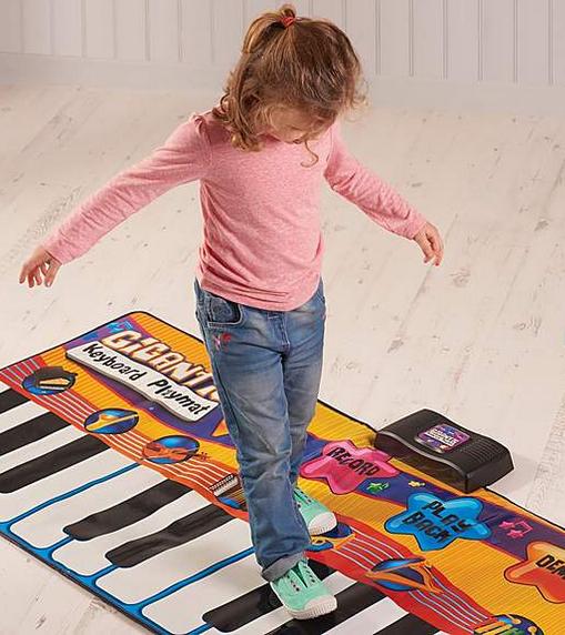 Musical Giant Keyboard | #ChristmasGiftGuide