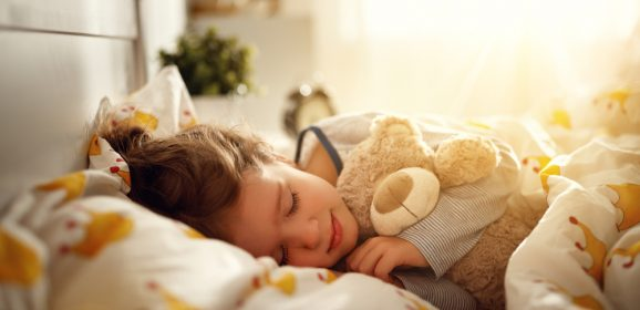 Helping children stick to a sleep schedule that supports quality rest throughout the summer holidays