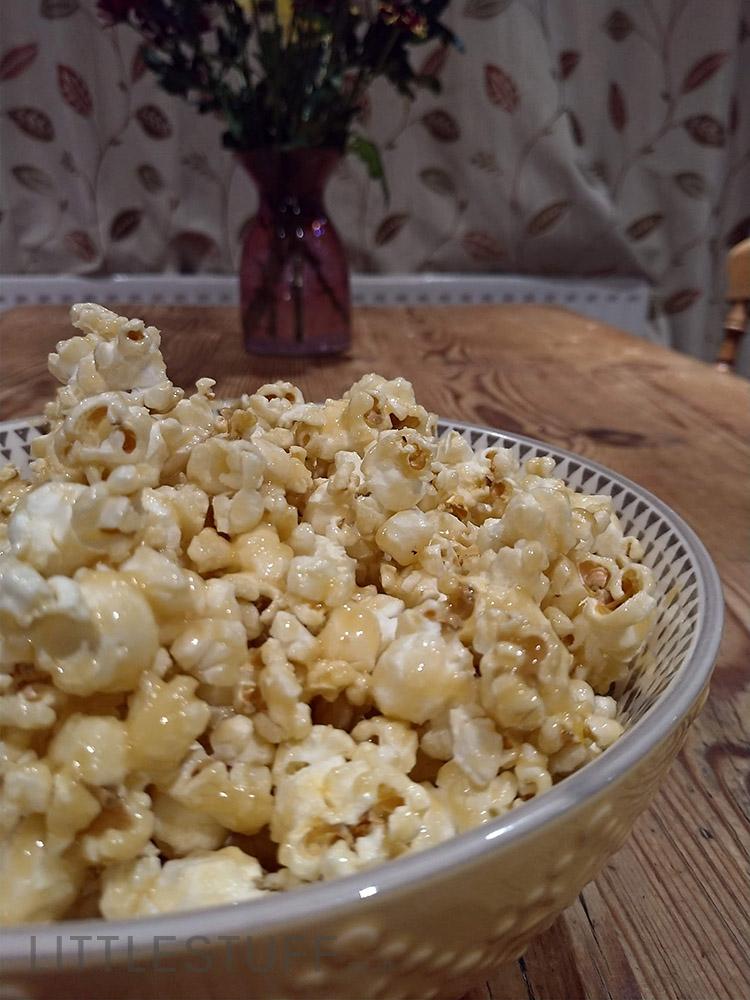 Crunchy Butterscotch Popcorn