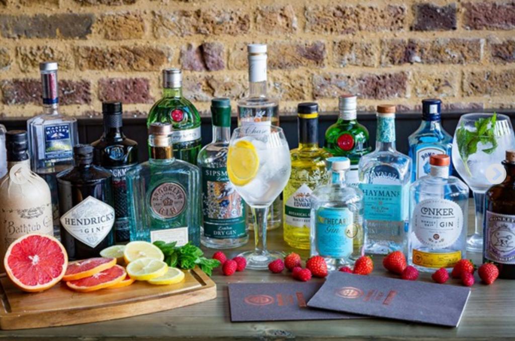 Experience Gift Ideas gin masterclass
