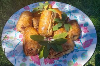 DELICIOUS – easy sausage rolls recipe. Just TWO ingredients!